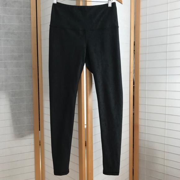 4ecd41eda6b Medium Lucy legging grey black sponge pattern EUC
